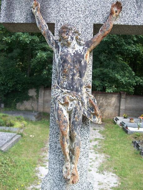Péče o válečný hrob a centrální kříž hřbitova